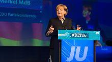 Kanzlerin 4.0 in Paderborn: Merkel versöhnt sich mit der Jungen Union
