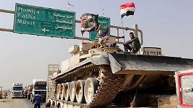 Bereits seit mehreren Wochen verlegt die irakische Armee schweres Gerät vor die Tore Mossuls.