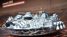 """Wie geht es """"Schiaparelli""""? Hier ein Modell der Sonde im Esa-Kontrollzentrum in Darmstadt."""
