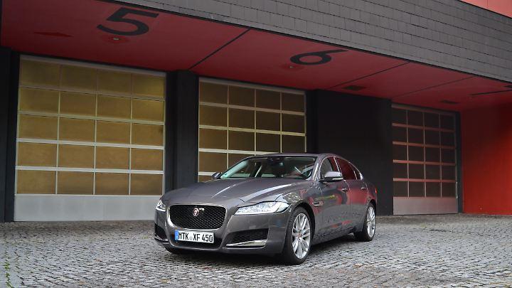 Der Jaguar XF ist die britische Antwort auf Mercedes' E-Klasse und den 5er BMW.