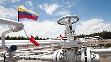 Die Staatspleite könnte früher kommen als gedacht: Venezuelas Schicksal hängt am staatlichen Ölkonzern PDVSA.