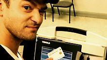 Selfie aus der Wahlkabine: Justin Timberlake droht Knast
