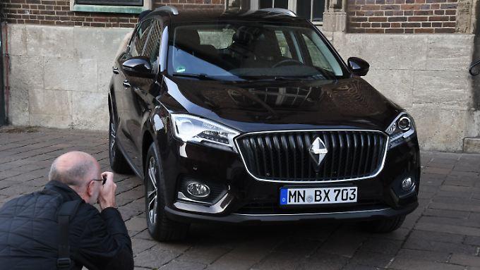 Zur Pressekonferenz in Bremen hatte Borgward ein Modell des BX7 mitgebracht.