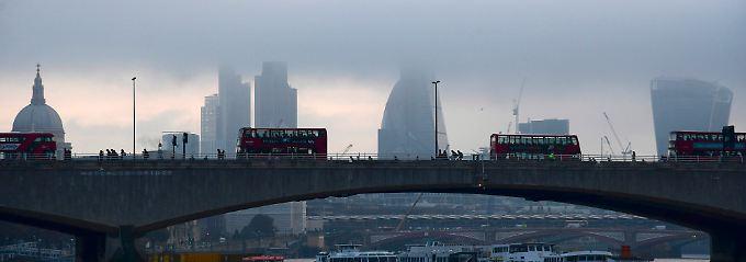 Erwartete Einbußen bleiben aus: Britisches BIP wächst trotz Brexit-Schock
