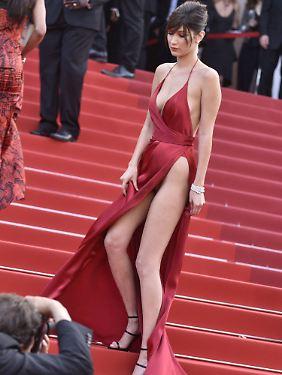 Bei diesem Kleid guckte man doch etwas genauer hin.