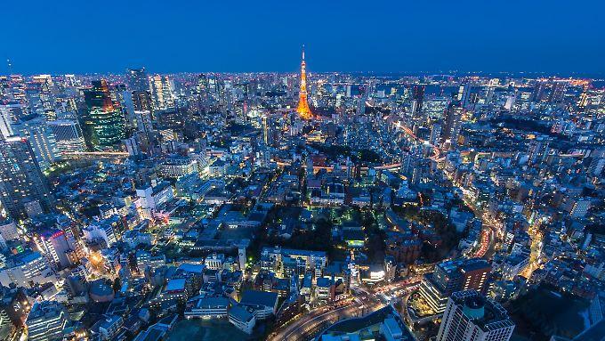 Tokio bei Nacht bietet ein pulsierendes Nachtleben - mit großem Farbenspiel.