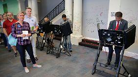 Die meisten Bundesstaaten benutzen elektronische Wahlmaschinen.