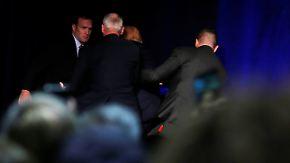 Tumulte bei Wahlkampfrede: Secret Service zerrt Trump von der Bühne