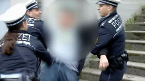 """""""Männer sind stärker gebaut"""": NRW-Gewerkschaftschef Plickert will Frauenanteil bei Polizei senken"""