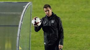 Gutes Omen für Duell gegen San Marino?: Klose als Trainer-Azubi zurück im DFB-Team