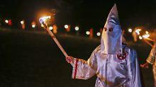 Siegesparade im Dezember: Ku Klux Klan marschiert für Trump