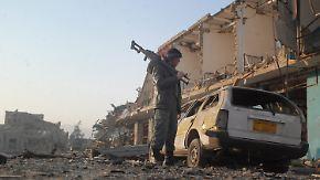 Sprengstoffanschlag in Masar-i-Scharif: Deutscher Konsul wird von Taliban mit Schusswaffe bedroht