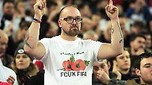 """""""Schwierig, hart durchzugreifen"""": Böllerwurf empört Daum, Briten trotzen Fifa"""