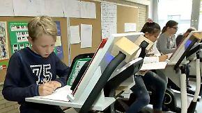 Pilotprojekt in Aschaffenburg: Fünftklässler strampeln während des Unterrichts auf Ergometern