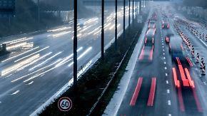 Privatisierung von Autobahnen: Banken und Versicherungen freut Schäubles Idee