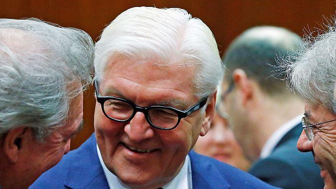 """""""Mann der Mitte"""": Außenminister Steinmeier heute in Brüssel mit seinen EU-Amtskollegen."""