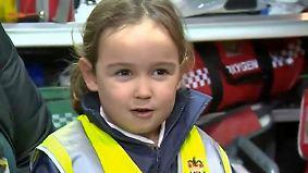 """""""Sie sitzt auf dem Sofa und macht nichts"""": Vierjährige wählt Notruf und rettet ihrer Mutter das Leben"""