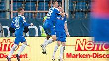 Freude bei den Bochumer Spielern nach dem Ausgleich durch Nils Quaschner (rechts).