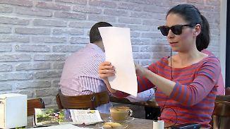 Minikamera ersetzt Augen: Spezielle Brille soll Sehbehinderten den Alltag erleichtern