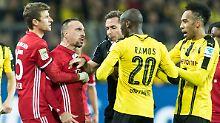 Alles im Griff: Links Franck Ribéry, rechts Adrian Ramos - und in der Mitte Schiedsrichter Tobias Stieler.