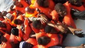 Verätzungen, Panik und Erleichterung: Unterwegs mit Flüchtlingsrettern auf dem Mittelmeer