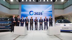 Verkündung großer Ziele: VW-Markenchef Diess teilt gegen eigenen Konzern aus