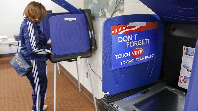 Warum es in eineigen US-Staaten einen deutlichen Unterschied im Ergebnis bei Computer- und Wahlzettel-Stimmen gibt, ist nicht klar.