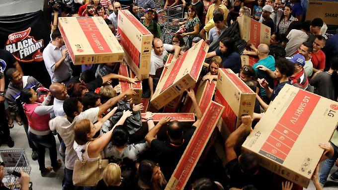 Am Black Friday ist vieles billiger. Wer trotz großer Schnäppchen-Nachfrage stressfrei einkaufen möchte, shoppt im Internet.