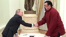Putin überreicht Staatsbürgerschaft: Action-Star Seagal ist jetzt Russe