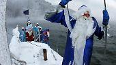 ... und segelnden Weihnachtsmännern.