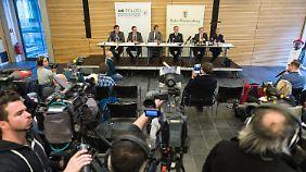 Kriminalpolizei und Staatsanwaltschaft verkünden den Ermittlungserfolg.
