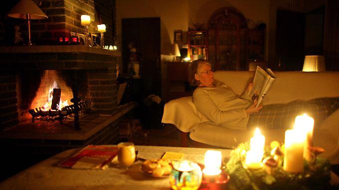 Man stelle sich Stromausfall vor, dann wird es bei vielen ganz von allein sehr hyggelig.