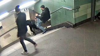 """Gewalttat an Berliner U-Bahnhof: Polizei fahndet nach """"Treppentreter"""""""