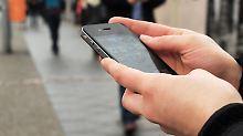 """Beratung zu oft nach """"Schema F"""": Mobilfunkshops im Test"""