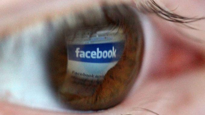 Auf Facebook lässt sich auch mit Fake News Geld verdienen.