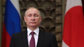 Putin ist fest entschlossen, sich von den Beeinträchtigungen durch die westlichen Sanktionen nicht beeindrucken zu lassen. Ob er sich schon auf Präsident Trump freut?