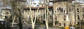 Deutsche Schule in der Türkei: Grüne                             kritisieren Weihnachts-Verbot scharf