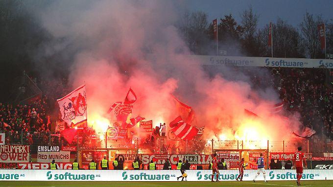 Mehr los auf den Rängen als auf dem Rasen: Der FC Bayern quälte sich in Darmstadt.