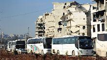 Evakuierung wird fortgesetzt: Konvoi bringt 500 Menschen nach Aleppo