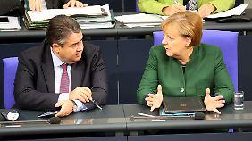SPD-Chef Gabriel und die CDU-Vorsitzende Merkel kommen nur schwer von einander los.