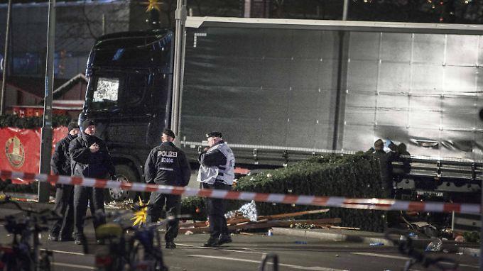 Lkw als Waffe. Mindestens zwölf Menschen starben beim Anschlag auf den Berliner Weihnachtsmarkt am 19. Dezember 2016.