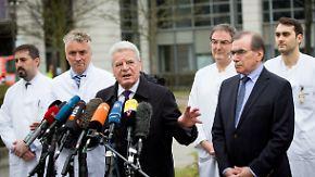 Dank an Helfer: Gauck besucht Anschlagsopfer im Krankenhaus