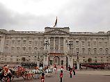 """Mitarbeiter-Treffen im Palast: """"Königin und Prinz Philip sind nicht tot"""""""