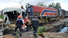 Schwerer Unfall bei Tunis: Zug reißt Bus in zwei Teile