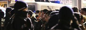 Menschenmenge am Dom, Zug in Deutz: Kölner Polizei kontrolliert 1300 Personen