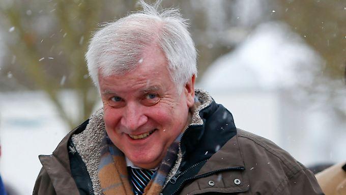 Horst Seehofer hält überhaupt nichts von dem Reform-Vorschlag des Innenministers.