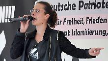 """Die Aktivistin Ester Seitz: Rechte Revoluzzerin gegen """"Merkelistan"""""""