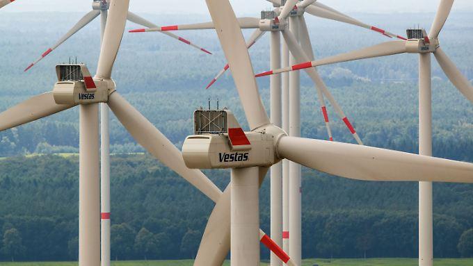 Förderung von sauberem Strom: Als größte Belastung nennt der DIHK die EEG-Umlage mit 24 Milliarden Euro in 2017.