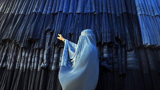 Sowohl der Verkauf als auch Produktion und Import von Burkas wird in Marokko verboten.