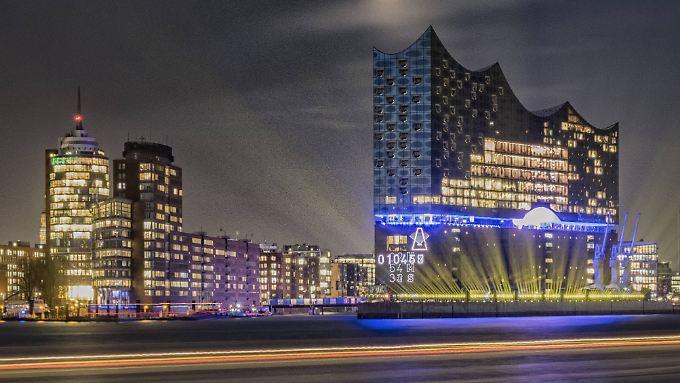 In abendlichem Glanz: die Hamburger Elbphilharmonie.